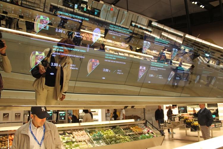 Coop Italy - technologia wyświetlaczy + Kinect