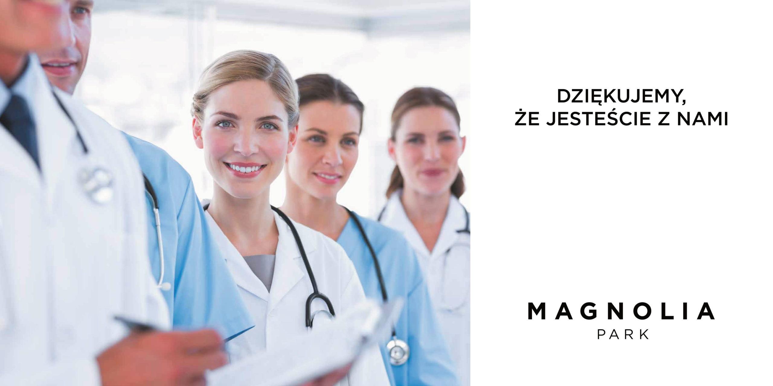 po lewej stronie zdjęcie lekarzy, po prawej białe tło i napis: dziękujemy, że jesteście z nami
